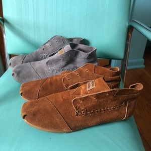 TWO PAIRS of Toms Leather Booties W9 (no laces)